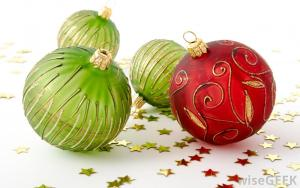 green-and-red-ornaments